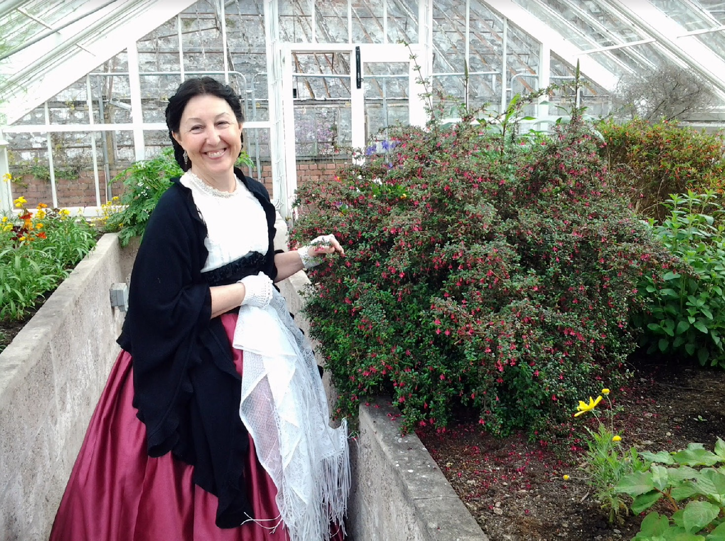 Volunteer LaDona invokes the spirit of Lady Barrymore at the Fota Frameyard.